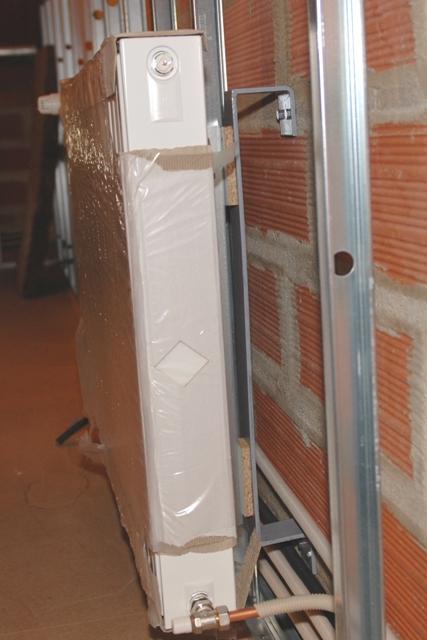 ba13 fixation pour radiateur rideau porte manteau. Black Bedroom Furniture Sets. Home Design Ideas